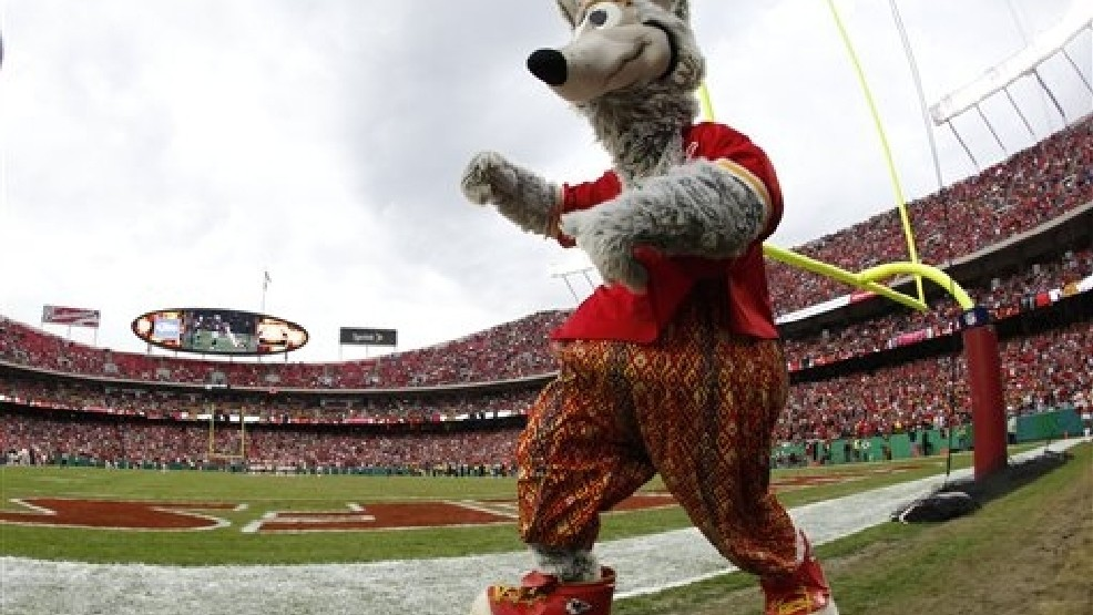 Kc Chiefs Mascot Hurt During Practice At Arrowhead Krcg